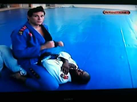 Roger Gracie Teaches his Cross Choke from Mount